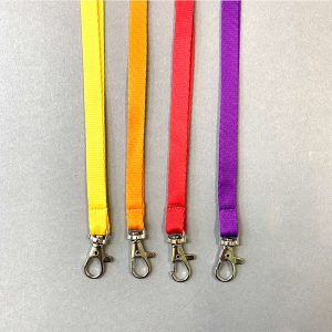 цветные шнурки к бейджу с на карабине
