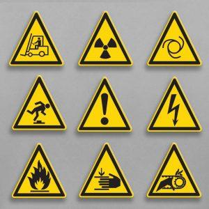 предупреждающие знаки на пластике с УФ печатью треугольной формы